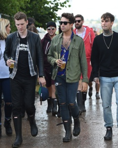 Picture Shows: Nick Grimshaw June 26, 2015 BBC Radio 1 DJ Nick Grimshaw is seen at Glastonbury Festival 2015. The newest 'X Factor' host was accompanied by friend Daisy Lowe as they strolled the festival. Nick was wearing a green military jacket paired with distressed jeans and a pay of wayfarer sunglasses. Non Exclusive WORLDWIDE RIGHTS Pictures by : FameFlynet UK © 2015 Tel : +44 (0)20 3551 5049 Email : info@fameflynet.uk.com